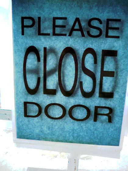 pleaseclosedoor2